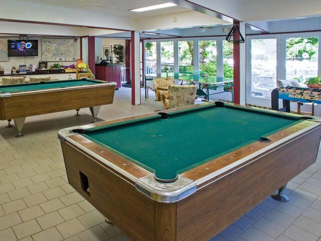 2BR Mountain View Condo w/ 3 Pools