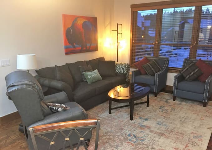Gorgeous Condo is your perfect home at Monterra