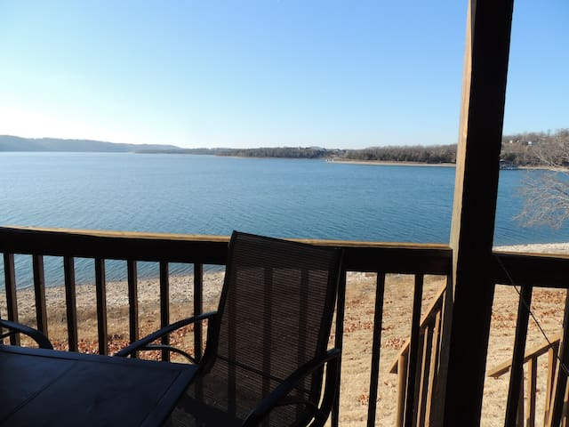 Rosie's Place # 454 Pet Friendly Lake Front Condo