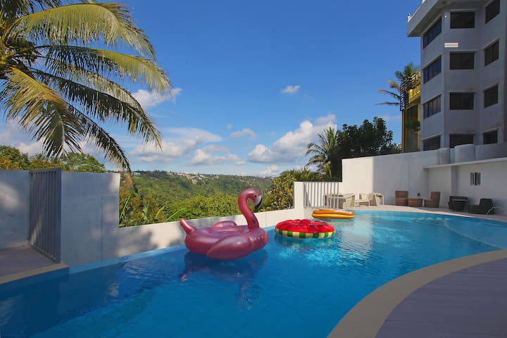 Frontera's Private Resort with Outdoor Heated Pool
