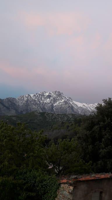 Wunderschöne Aussicht auf den Monte Padro und das Ghjunsani Tal