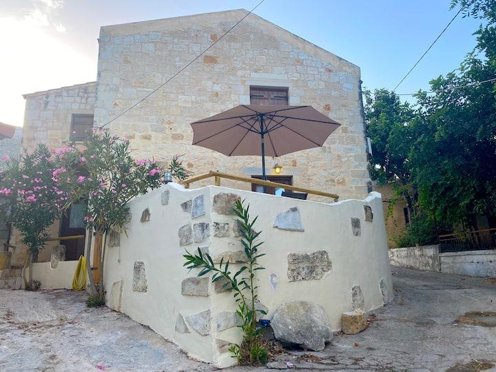Yakinthos House Afrata