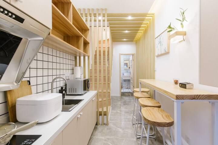 【简约日式】独栋温馨三居室带露台南京路步行街零距离 外滩人民广场超近带厨房