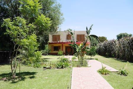 casa en area residencial - Belén de Escobar - House - 0