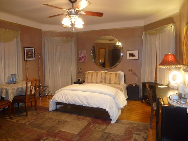 Private BR & Bath - Victorian Home - Brooklyn - Bed & Breakfast