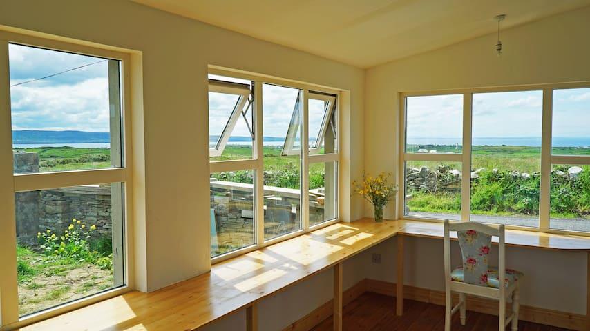 Double-room/private bathroom/breakfastSitting-room