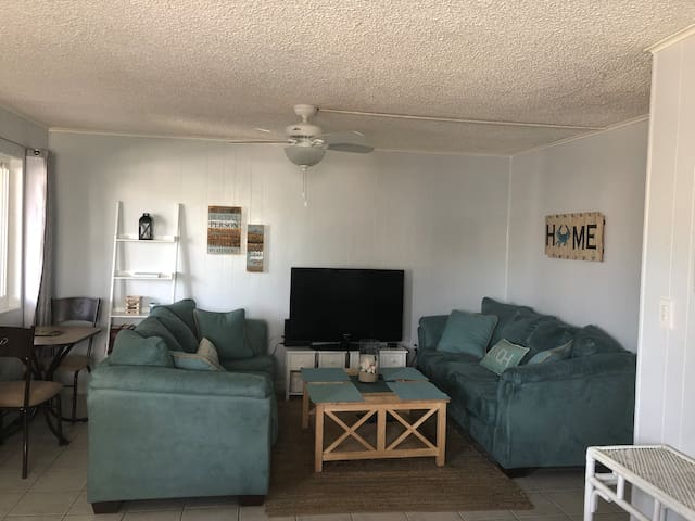 Coastal 2 Bdrm Condo with Pool in Ideal Location!