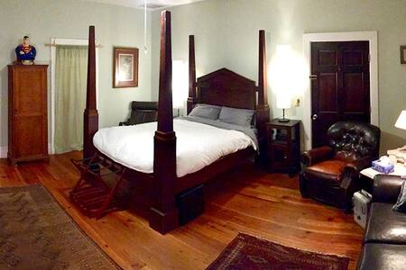 The Castle Room - Romantic Getaway - 3M to DT