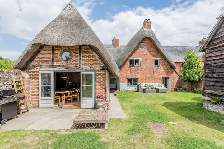 Stunning Comfortable Period Home No1 Village Hants