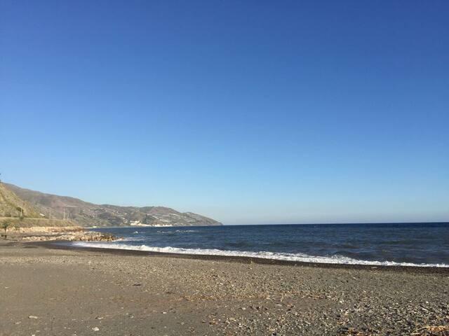 a 50 metros de la orilla del mar Mediterráneo
