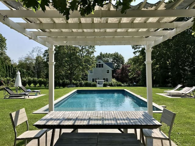 North Fork 4-Bedroom House With Luxury Heated Pool