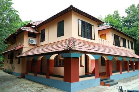 Fully Restored Heritage Home Furnished & Serviced.