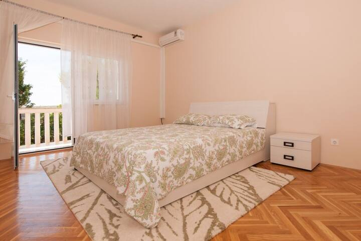 ZELJKO - luxury apartment by the sea for groups