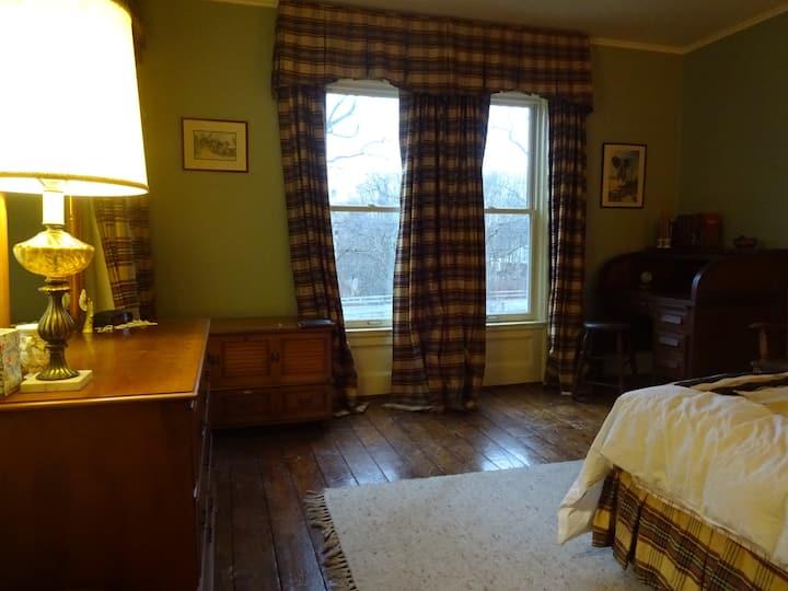Arnold Farmhouse (spillover room)