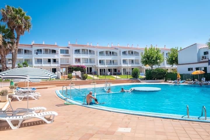 Dans une résidence avec piscines partagées – Appartement Cala Piques
