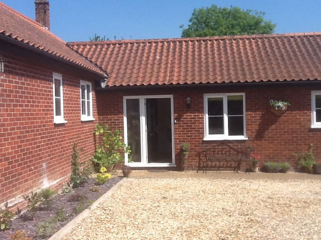 Beautiful secluded house 10 mins to city centre - Norwich