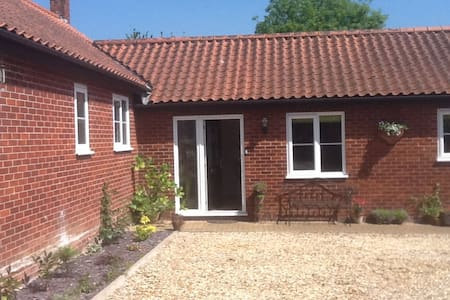 Beautiful secluded house 10 mins to city centre - Norwich - Bungalou