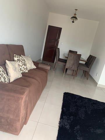 Apartamento no Araés completo e bem localizado.