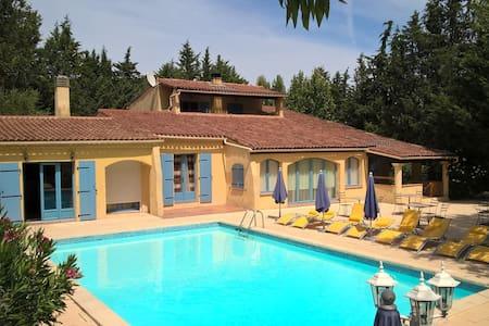 Chambre avec piscine en Provence. - Le Val