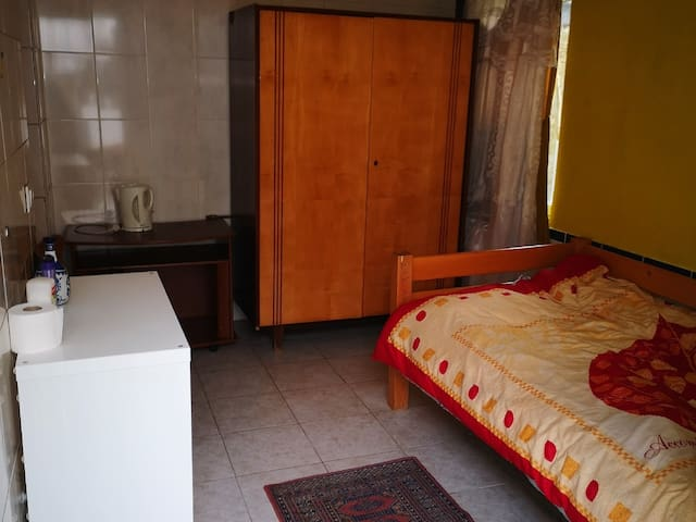 Cozy room near city center (10 min by walk)