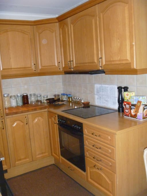 Kjøkken med utval av kaffi og te.