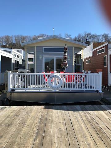 Wet Dream Stationary Houseboat