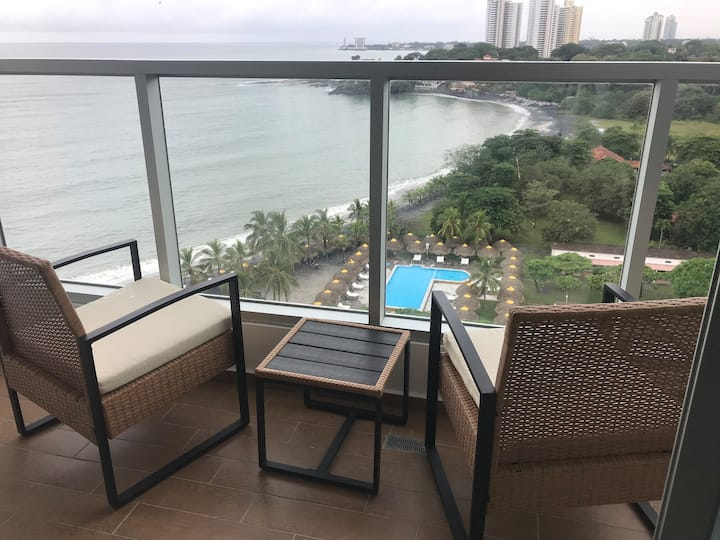 New Beachfront Condo with Gorgeous Ocean Views!