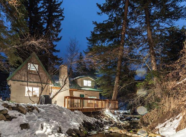 Cozy, Rustic Cottage on the Stream - Sundance - Talo