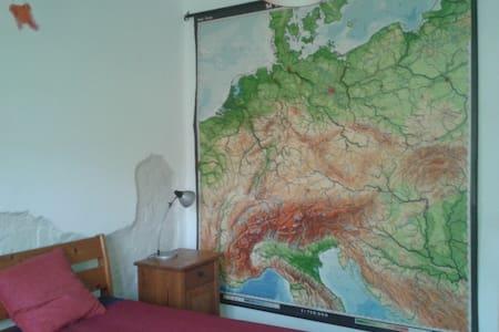 Großzügige Zimmer mit individuellem Ambiente - Lage - Talo