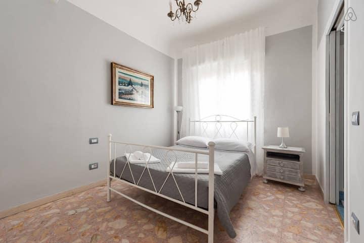 En-suite room in the heart of Florence