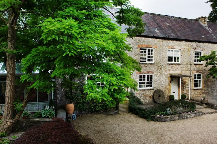 Stay at Penny's Mill - Nunney