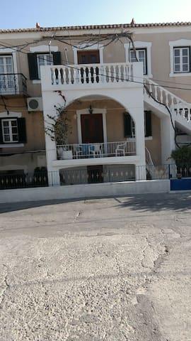 Σπίτι πάνω στη θαλασσα - Spetses - Lakás