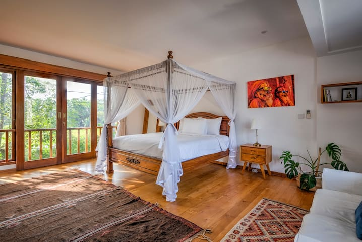 Amazing master bedroom with luxury king bed