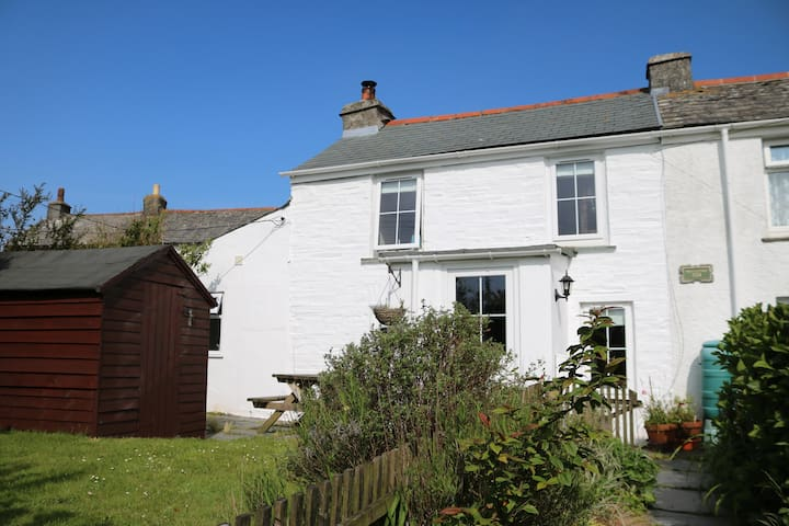Rustic Cottage with views across to the moors - Delabole - Appartement