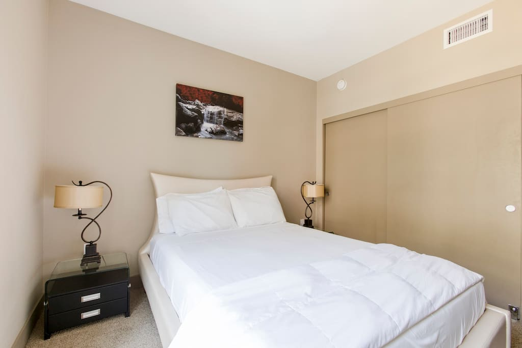 Bedroom with queen size bed. On and off touch lamps.