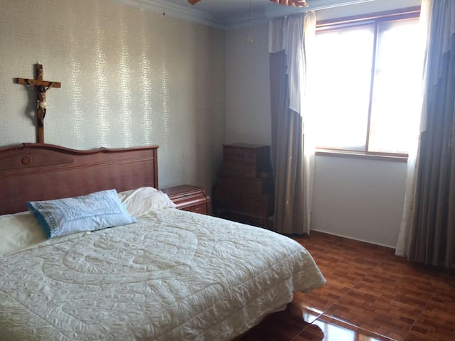 Amplia y confortable habitación con jacuzzi