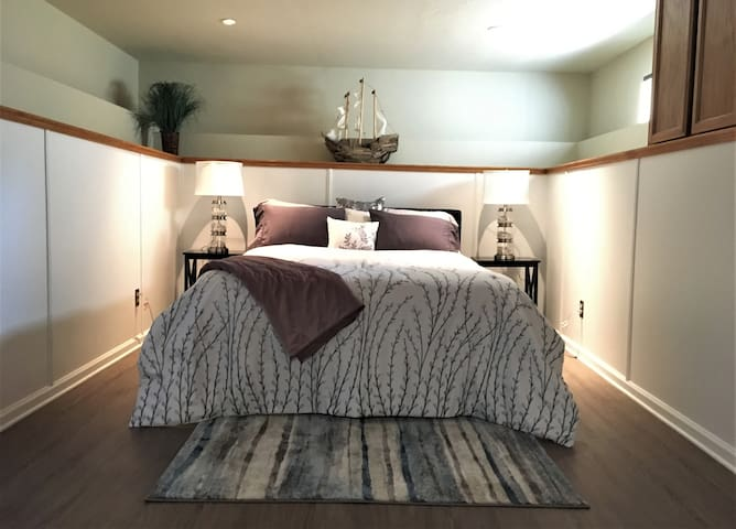 Spacious Bedroom with A Queen Size Bed