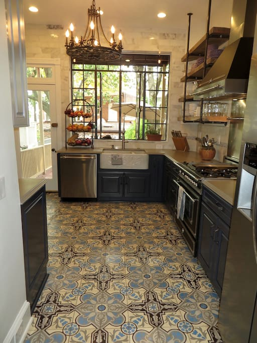 Show off your Top Chef skills in this gourmet kitchen with top of the line appliance and ample counter space