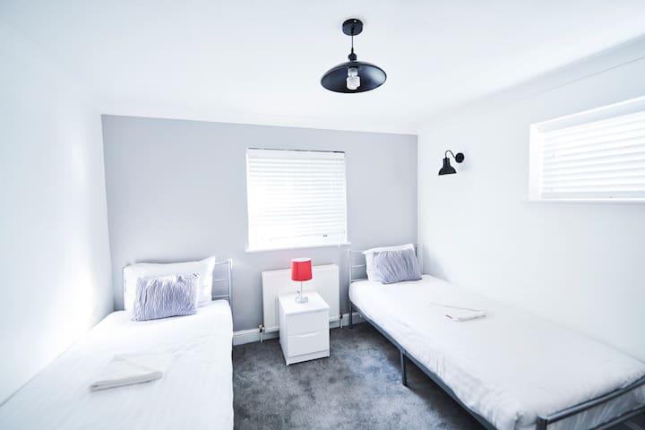 Access Maida Vale, Two-Bedrooms Sleeps 4