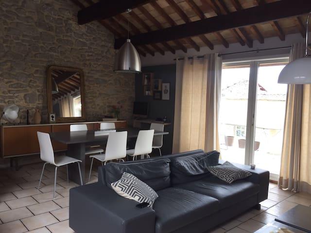 Jolie maison de village atypique - Caumont-sur-Durance
