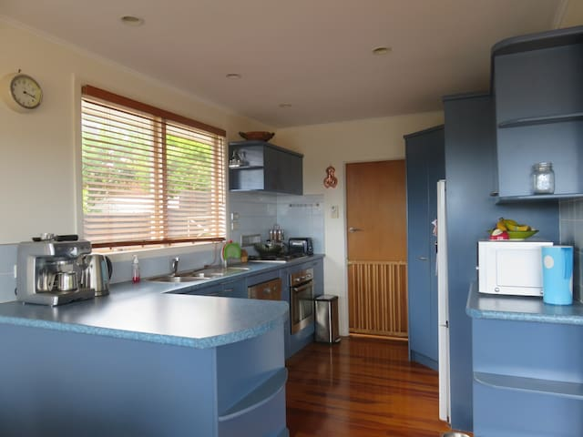 Family & Pet Friendly Chill Out - Auckland - Casa
