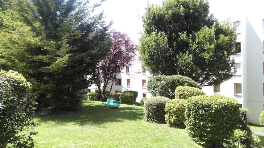 Appartement F2 calme dans résidence verdoyante