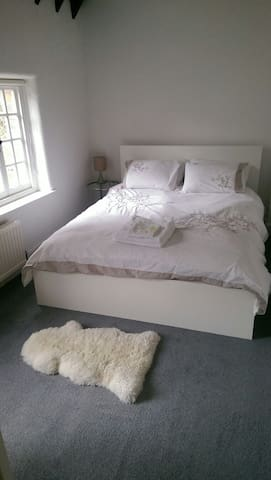 Double room in beautiful 16th Century Manor - Milton Keynes - Rumah