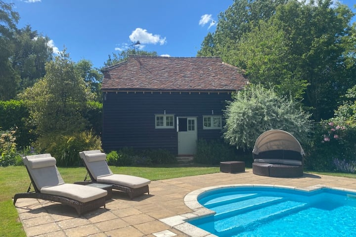 Cosy barn with pool near Horsham, West Sussex