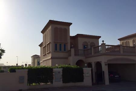 Beautiful Villa in Dubai - ドバイ