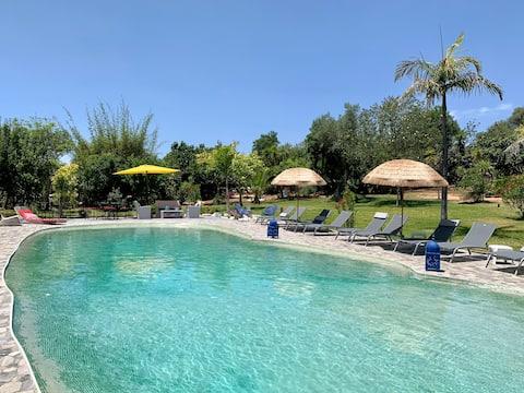 Casa 4 pessoas em uma propriedade com piscina na lagoa