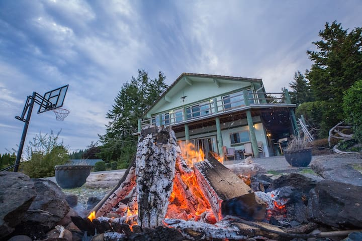 **OCEANFRONT** Shoofly Creek Retreat at Hood Canal