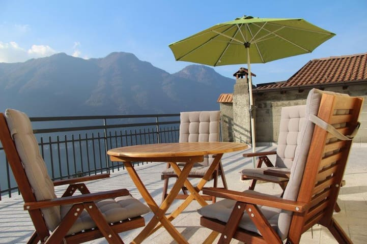 Casa La Perla on lake Como with spectacular views - Nesso - Lejlighed