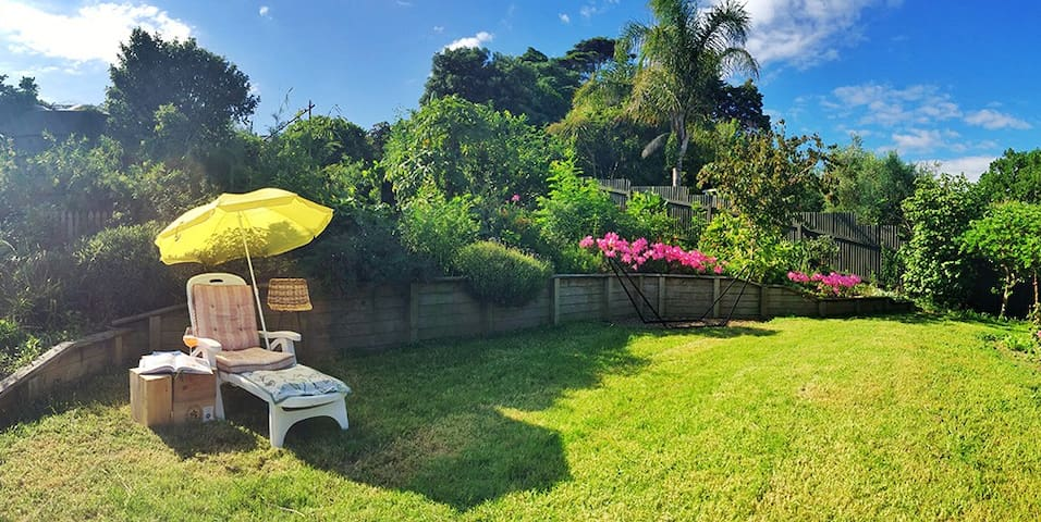 cosy house & nice garden,  shops & main bus route - Auckland - Hus