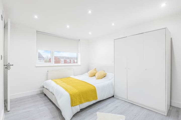 Lovely EnSuite Double Bedroom in a Stunning House1